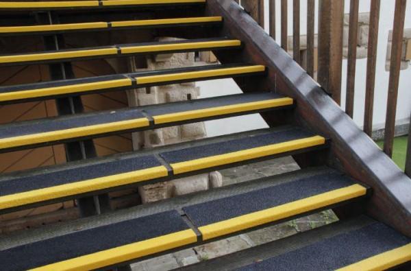 PROline Antirutschwinkel für Treppen aus Spezialkunststoff, Stufentiefe 230 mm
