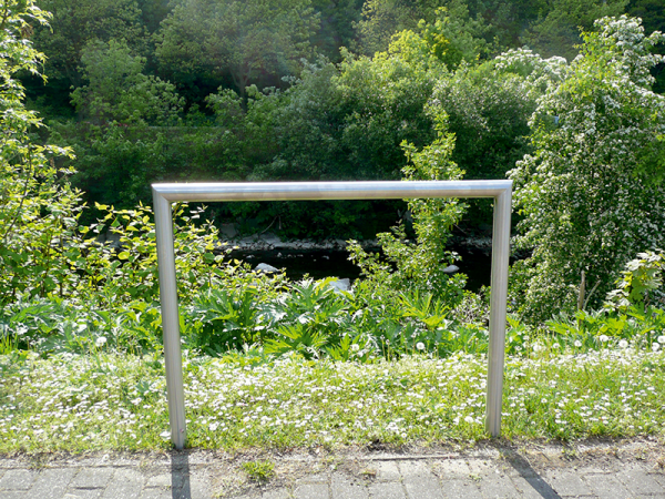 Anlehnbügel aus Edelstahl, Ø 48 mm, Höhe 1200 mm, zum Einbetonieren